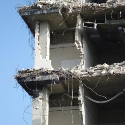 Beton nedbrydes og fjernes