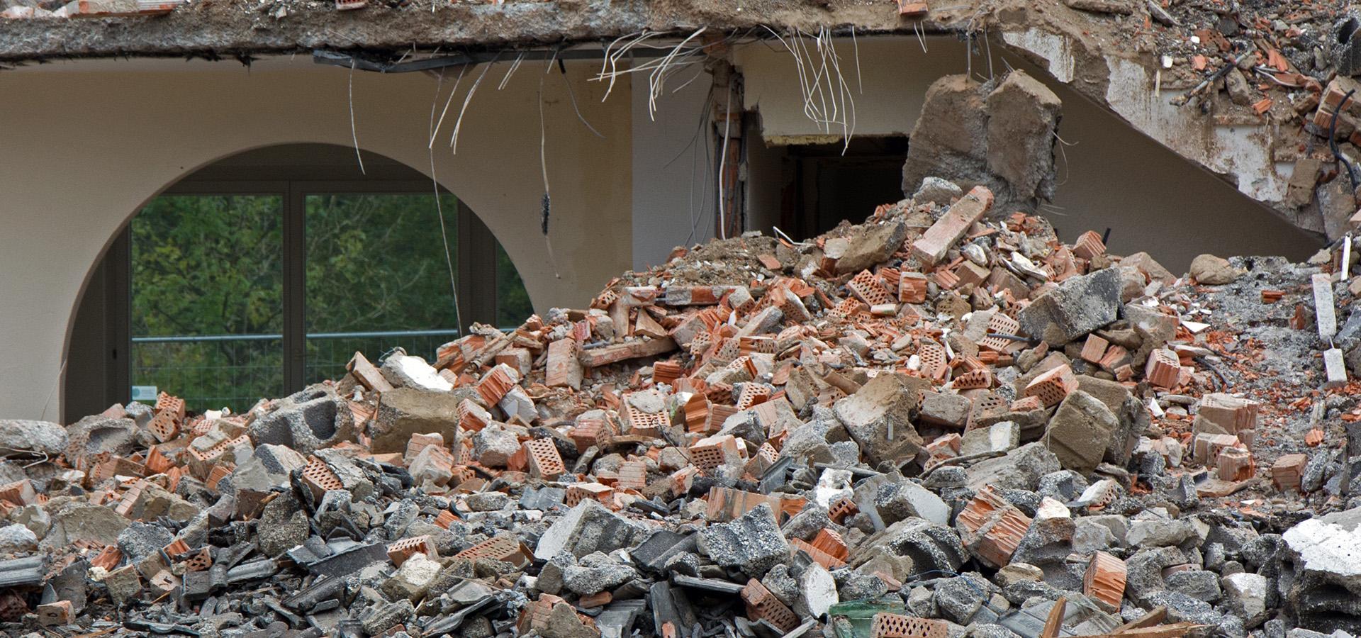 Affald tegl, murbrokker fjernes
