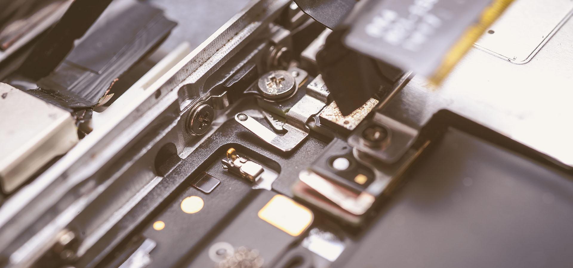 Elektronik smides ud