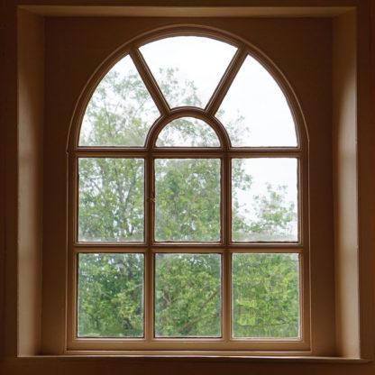 Beregn tilbud på maling af vindueskarm Nærværende prisberegner er designet til at give dig pris på maling af vindueskarm og vindueslysning. Du kan dog også benytte beregneren til at udregne pris på maling af køkkenlåger, trælåger, skabslåger, fodpaneler, høje paneler – kort sagt alle former for indendørs træflader.